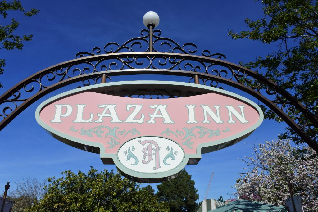 Are you looking for a character meal at Disneyland? See why the Plaza Inn breakfast provides an amazing amount of character interaction without a high price.