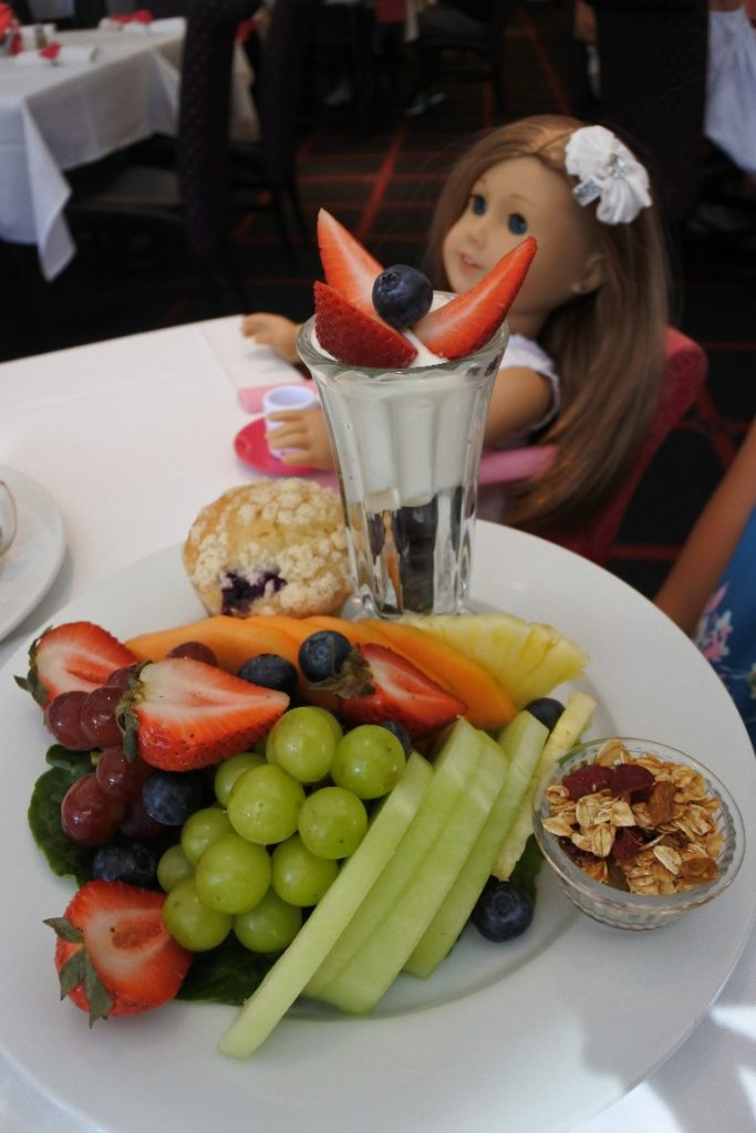 For those managing food allergies, eating out can be difficult or even scary. Dining at American Girl with food allergies was surprisingly easy and delicious!