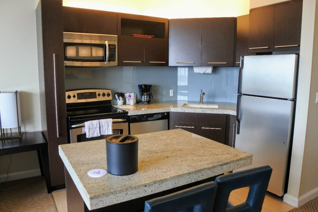 Do you want to stay at a Disney World deluxe villa, but it's too expensive? Find out how to get discounted Disney villas by safely renting points. #disneyworld #dvc