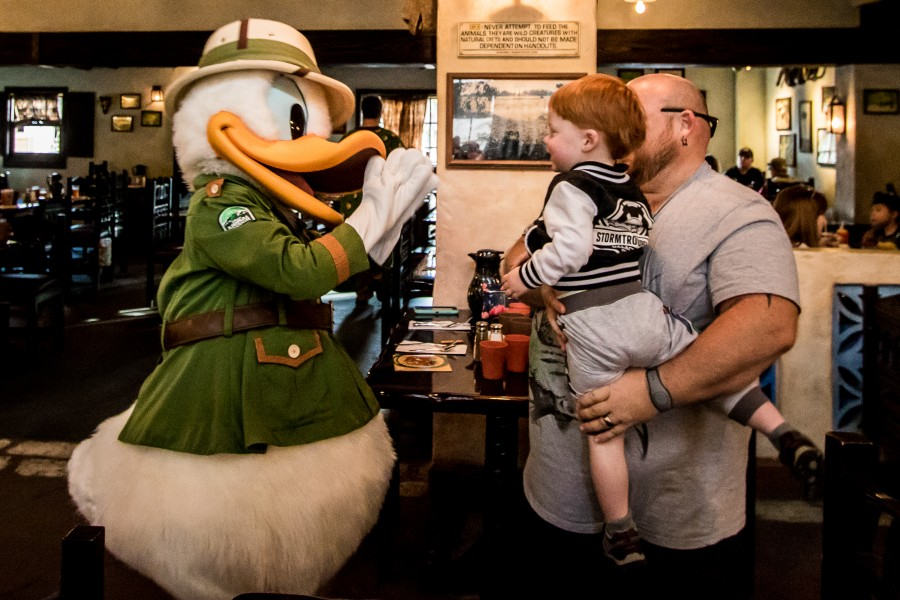 Did you know there are over a dozen Disney World character dining options found across the 4 theme parks and many Disney World resorts? Several Disney experts weigh in on these character meal options to help you choose the right one for your next Disney World vacation. #disneyworld #disneycharacters