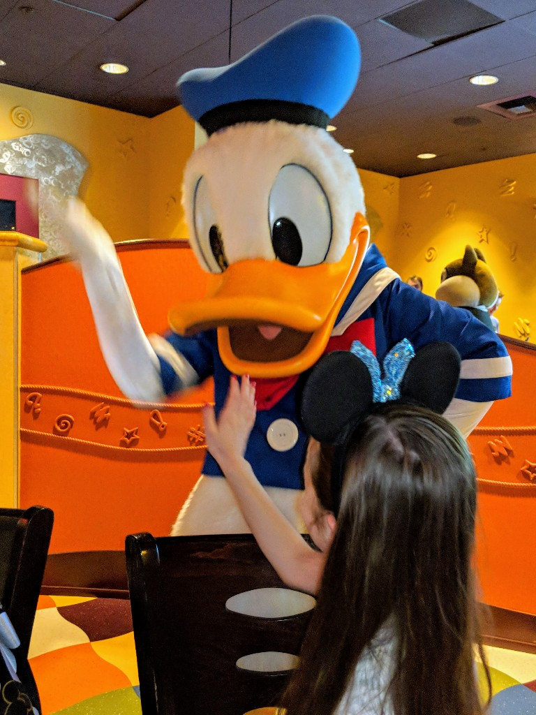Goofy's Kitchen is a popular Disneyland character meal with several classic Disney characters. Find out more about our Goofy's Kitchen dinner experience. #disneyland #disneycharactermeal #goofyskitchen #disney