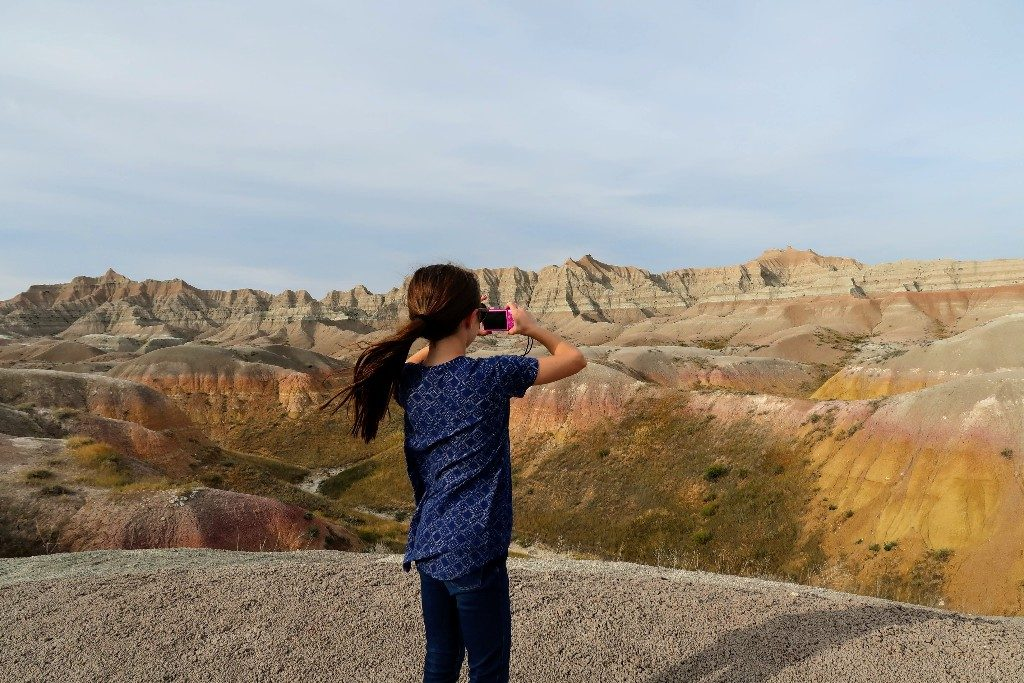 Mount Rushmore is a popular tourist destination, but South Dakota has so much more to offer. Follow our South Dakota itinerary for a great family trip. #visitsouthdakota #badlandsnationalpark #thebadlands #blackhills #custerstatepark #familytravel #mountrushmore