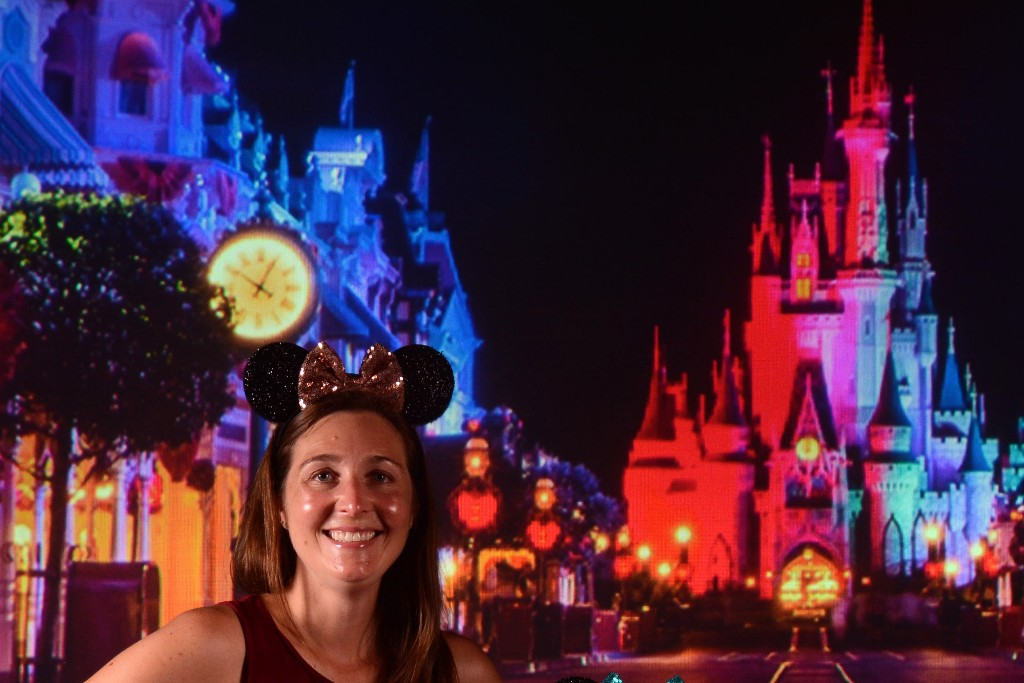 Disney PhotoPass Service Studio at Disney Springs can help you fulfill your Disney World photo dreams at no additional cost. Find out all about it! #disneyphotopass #disneyworld #disneysprings #disneyphoto