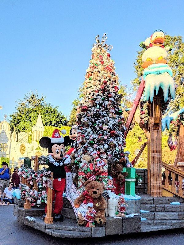 Disneyland Christmas.Holiday Time At The Disneyland Resort Tour Review Smart