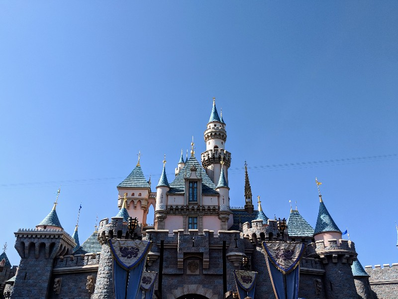 Are you having trouble deciding between a Disneyland Or Disney World trip? Learn more about each and how to choose the right Disney vacation for your family. #disneyland #disneyworld #disneyvacation #familytravel