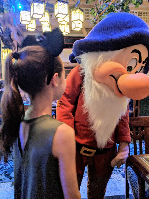 Storybook Dining at Artist Point with Snow White is a great Disney World character dining option with excellent food and hard to find characters. #disneyworld #disneycharacters #charactermeals #disneyvacation