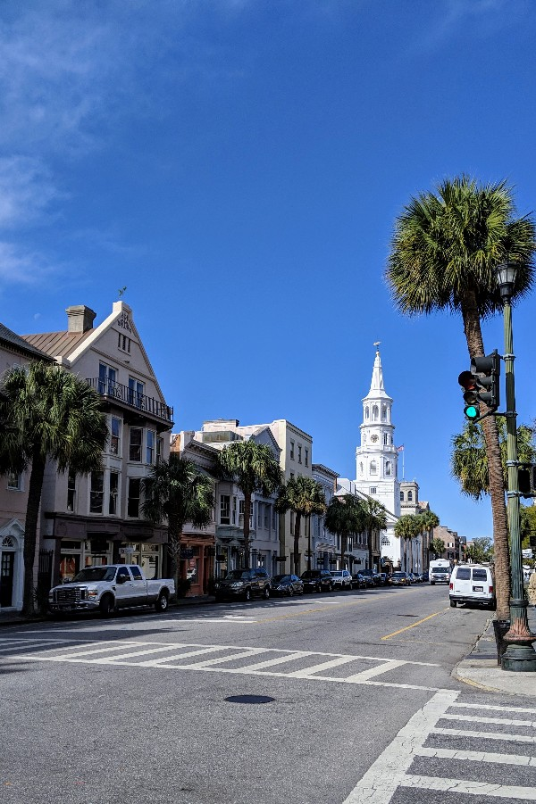 Charleston, SC oozes southern charm and has something for everyone. These are our favorite Charleston family vacation ideas to plan your family trip. #familyvacation #charleston #southcarolina #familytrip #civilwarhistory