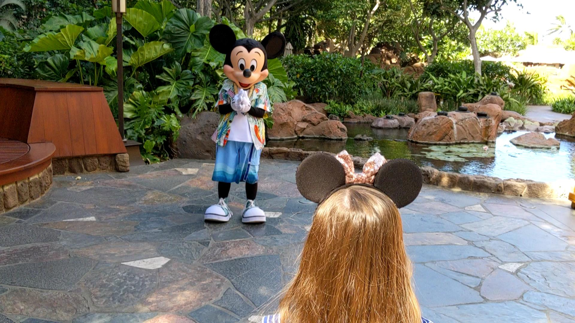 Aunty's Breakfast Celebration is the only place to see Mickey at a Disney Aulani character meal. Find out more in our Aulani character breakfast review. #disneyaulani #aulani #disneycharacters #mickey #mickeybreakfast