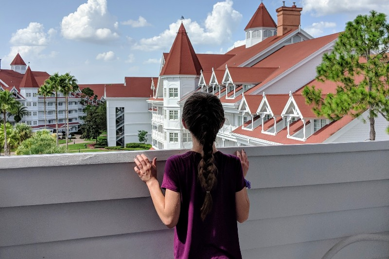 Understand what to expect at Disney World deluxe resorts, a ranked list of the best Disney World deluxe resorts, and pros and cons of each hotel. #disneyworld #disneyworldresorts #familytravel #disneytips